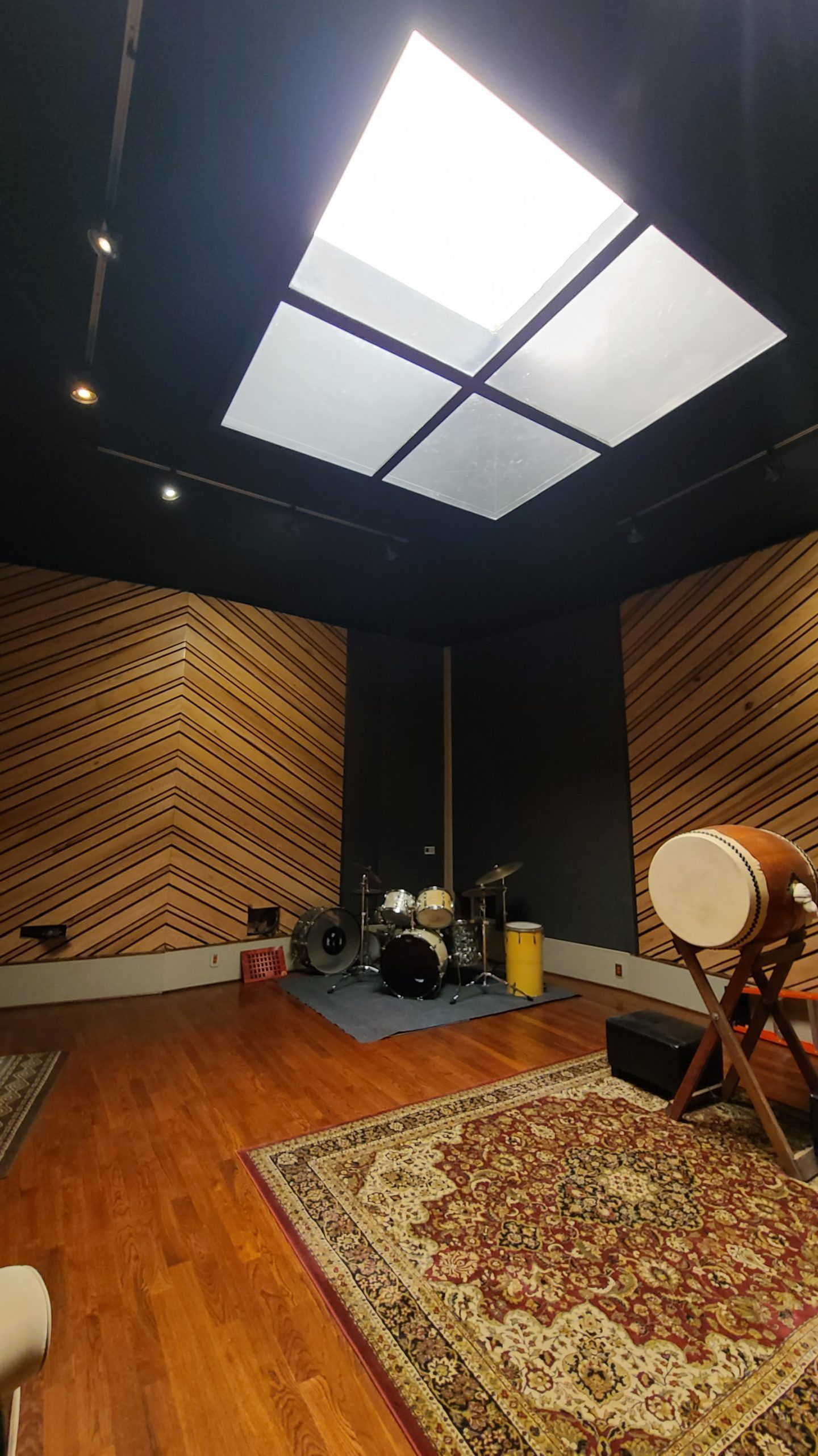 Mixers Sound Large 1000 sq ft  stage for VO/ADR/Foley and Music Recording